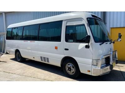 2010 WHITE TOYOTA COASTER BUS, 21 SEATER, MANUAL, 245,843 KM'S,