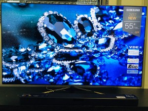 "SAMSUNG 55"" SMART UHD QLED TV MODEL:QA55Q7FAM (FADED COLOUR - SOLD AS IS) INCLUDES 30 DAYS WARRANTY FROM DATE OF PURCHASE SN:102275"
