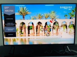 "SAMSUNG TV 43"" SERIES 7 SMART UHD TV UA43RU7100 - FACTORY SECOND SOLD AS IS HORIZONTAL LINE ON SCREEN - INCLUDES 30 DAY WARRANTY FROM THE DATE OF PURCHASE (SN:1000101711)"