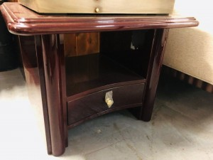 END TABLE 02B GLOSS MAHOGANY