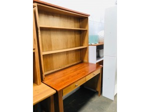 DERBY DESK AND HUTCH