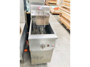 FREE STANDING SINGLE DEEP FRYER (FRY MASTER) SOLD AS IS