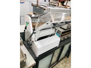 BREAD / TOAST SLICER WITH SAFETY GUARD & PUSHING DEVICE23 KNIVES-16MM  #TR205/16-G S/N:1601006