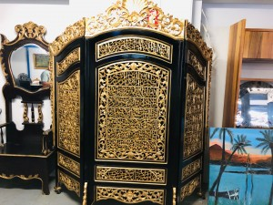 LARGE ORNATE 3 PIECE TIMBER DIVIDER