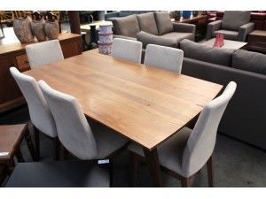 LAREN DINING TABLE 1600X900 (FLOOR)