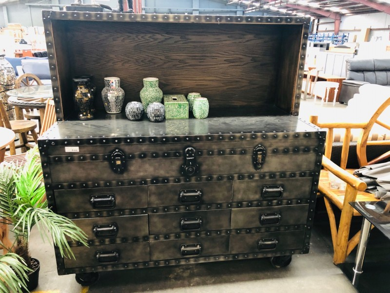 RUSTIC LOOK SOLID CHEST OF DRAWS/CATERING STATION ON WHEELS