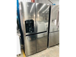 LG GS-L668PNL 668L SIDE BY SIDE REFRIGERATOR S/N: 90900 SOLD AS IS WITH THE ICE DISPENSER NOT WORKING & DENTS ON DOOR