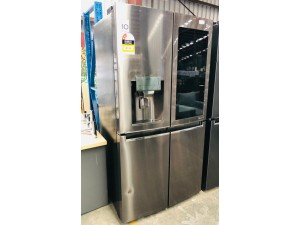 LG 708 LITRE INSTA VIEW FRENCH DOOR FRIDGE PRODUCT# GF-V708BSL SERIAL# 1000094024 DISPATCH# 20201130 (RRP $4543) WATER FILTER IN OFFICE