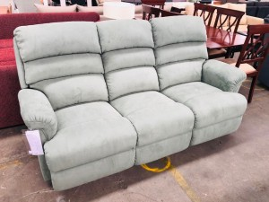 LA-Z-BOY CANYON 3 SEATER LOUNGE WITH ENDS RECLINING CANTERA SAGE -RRP $1500