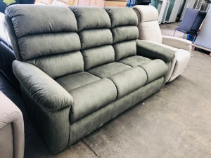 LA-Z-BOY RAPIDS 3 SEATER LOUNGE SAGE RRP $1400 - BRAND NEW CLEARANCE STOCK SOLD AS IS (1-899542 SN-64325177001)