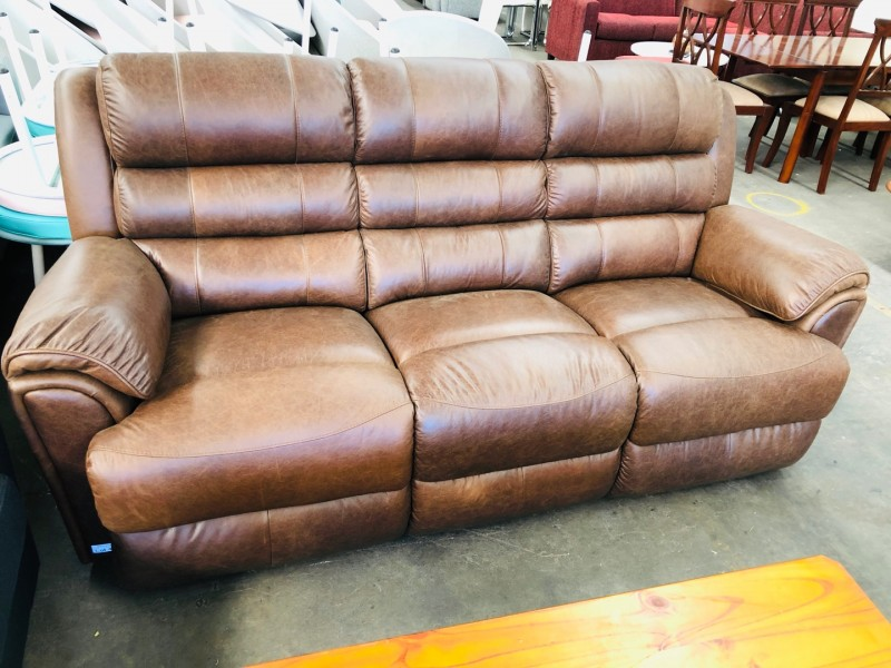 3 SEATER LEATHER LOUNGE - SCOTLAND VINTAGE #138B - FACTORY SECOND (006-12-06-20)