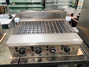 LARGE COMMERCIAL NATURAL GAS DUTCH PANCAKE MAKER - 98 CAKES PLUS MOULD FITTING - USED IN GOOD WORKING ORDER WHEN REMOVED