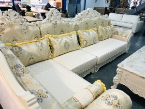 ORNATE LOUNGE SUITE WITH RIGHT HAND CHAISE