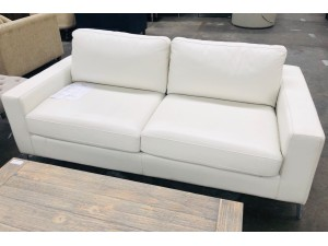 WHITE LEATHER 2.5 SEATER SOFA BED - VILLA EVEREST #F9 - FACTORY SECOND (002-12-06-20)