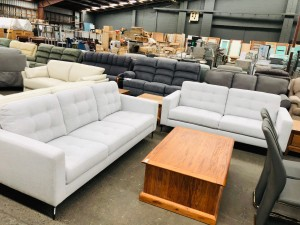 3 + 2.5 SEATER LOUNGE SUITE - GRAND 81 (RRP$4000)