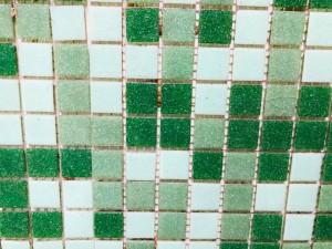 B21225M GREEN MIX GLASS MOSAIC TILES - 40 SHEETS PER BOX