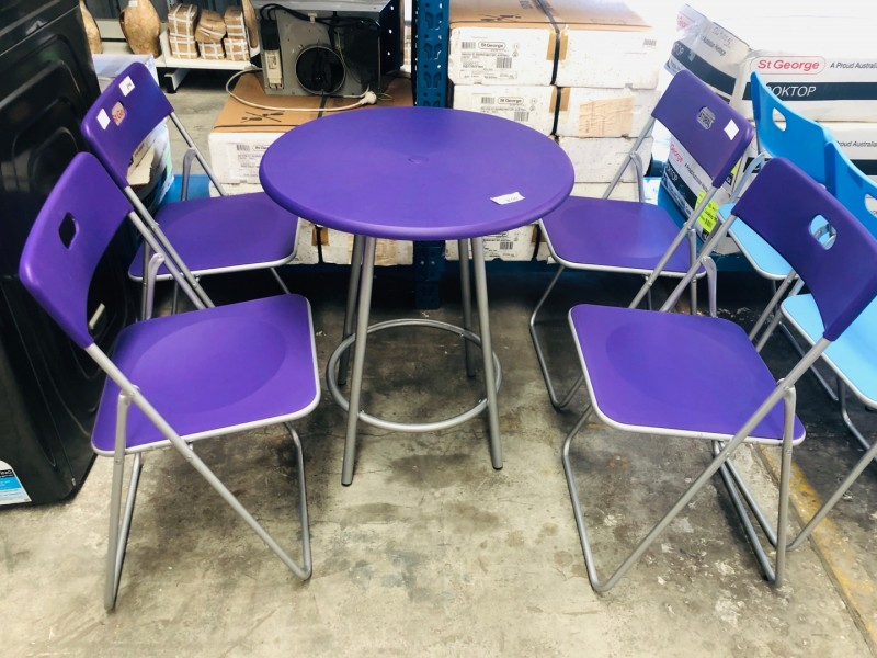 OUTDOOR TABLE AND CHAIRS IN BLUE OR PURPLE