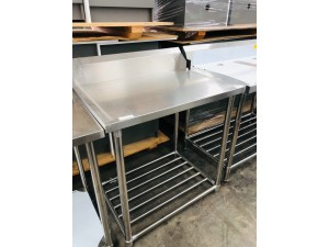 S/S BENCH DISHWASHER RIGHT SIDE OUTLET 900X700X900 (WBBD7-0900R/A) - DISPLAY ONE HAVE DAMAGE TO ONE OF THE LEG