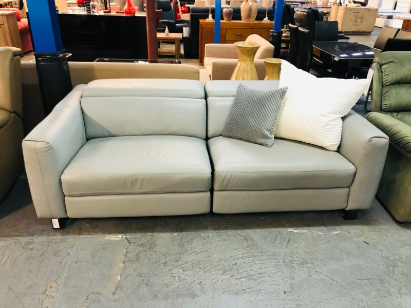 SIENNA LEATHER 3 SEATER LOUNGE ELECTRIC RECLINING -VILLA CEMENT (RRP$4500) FACTORY SECOND (019-13-05-21)