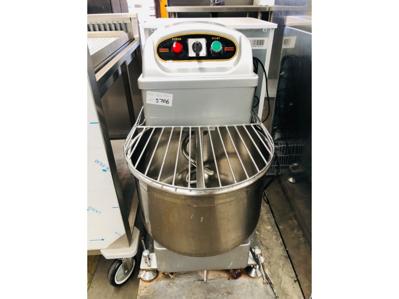 QUIPWELL 35 LITERS SPIRAL MIXER USED SOLD AS IS