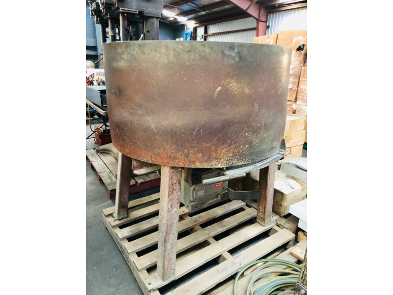 CEMENT AND SAND MIXER MACHINE INCLUDING MOTOR AND GEARBOX - SOLD AS IS