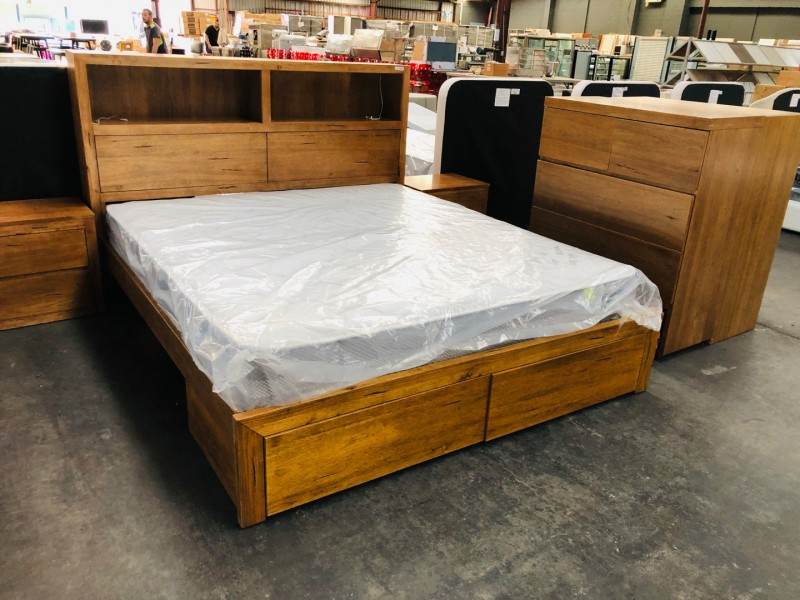 NEWPORT KING BED WITH LED LIGHT + 2 BEDSIDES - FACTORY SECOND (BA178-AKX-B1)